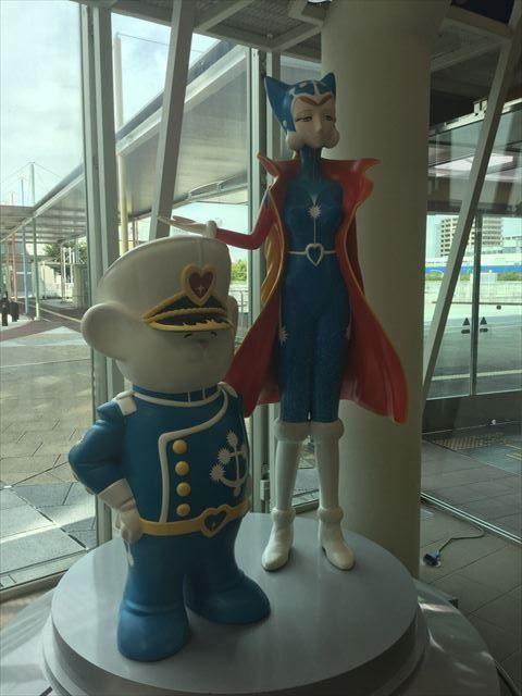 大阪府立大型児童館「ビッグバン」メロウとベアルの像