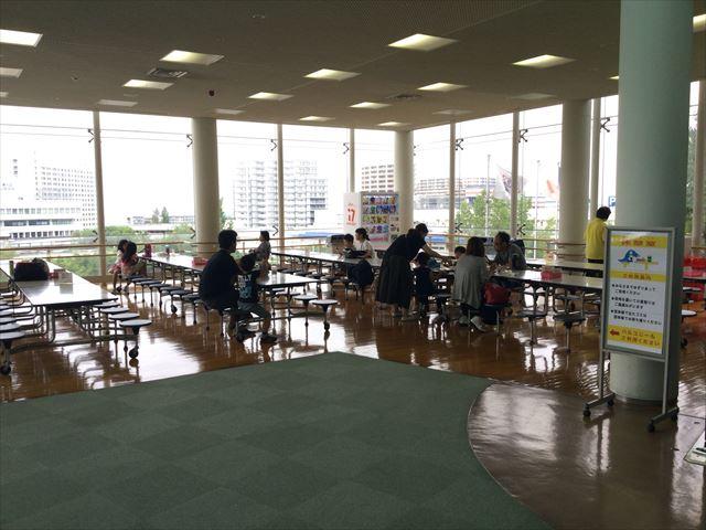 大阪府立大型児童館「ビッグバン」3階休憩室、お弁当持ち込みエリア