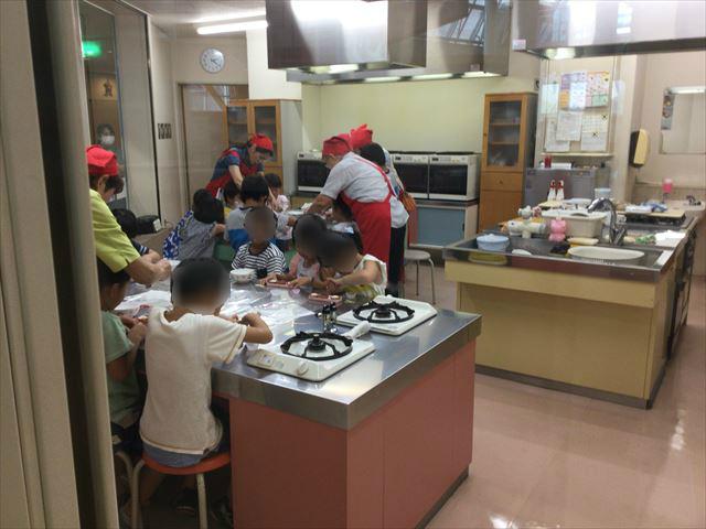 大阪府立大型児童館「ビッグバン」スペースキッチンの様子