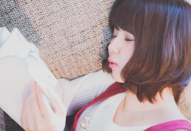 読書中に寝てしまった様子