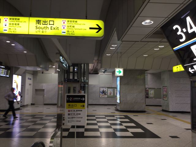 JR大阪駅御堂筋口南出口サイン