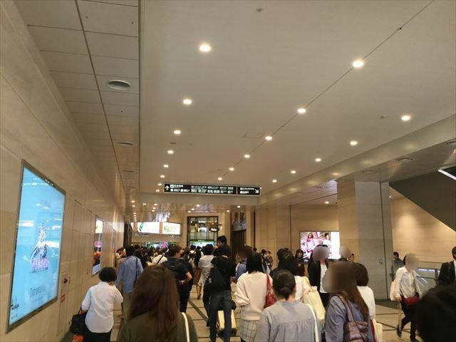 「阪急百貨店うめだ本店」横の道