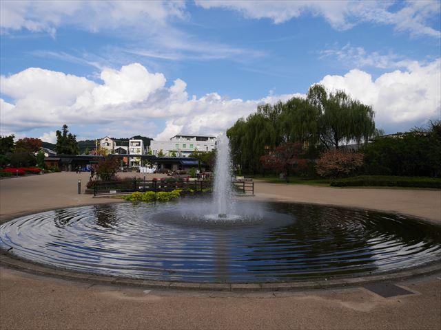 「京都府立植物園」北山門すぐの噴水