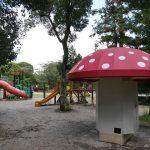 京都府立植物園の「きのこ文庫」と「未来くん広場」の遊具公園