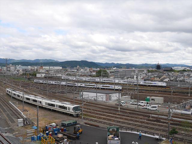 「京都鉄道博物館」の屋上から見た鉄道