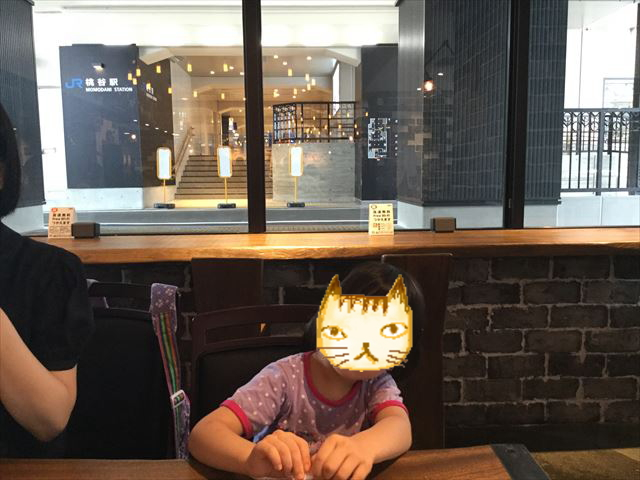 ビエラ桃谷「カジカフェ」店内の座席