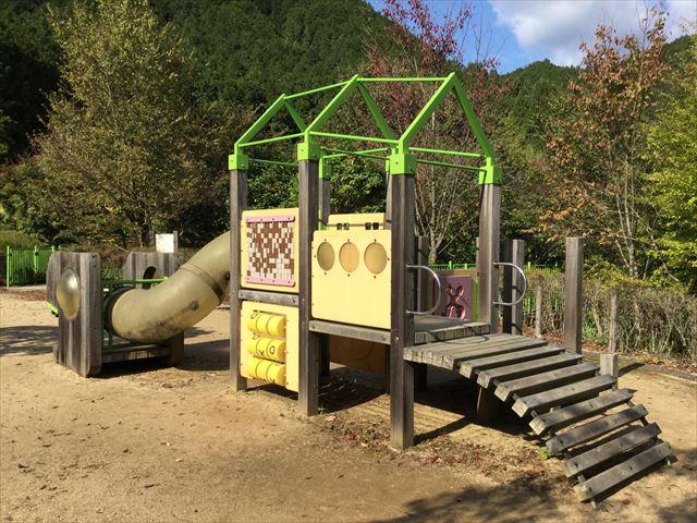 平成榛原子供のもり公園「恐竜の国」木の遊具