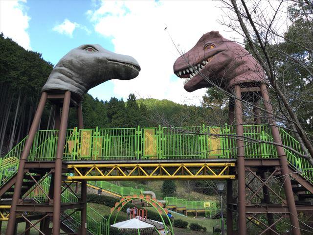 平成榛原子供のもり公園の遊具「恐竜の国」