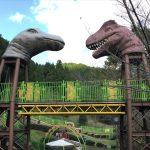 「平成榛原子供のもり公園」の遊具、恐竜の顔