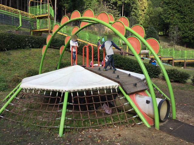 平成榛原子供のもり公園「恐竜の国」のアスレチック風遊具