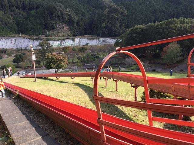 平成榛原子供のもり公園「恐竜の国」ローラー滑り台、上から撮影