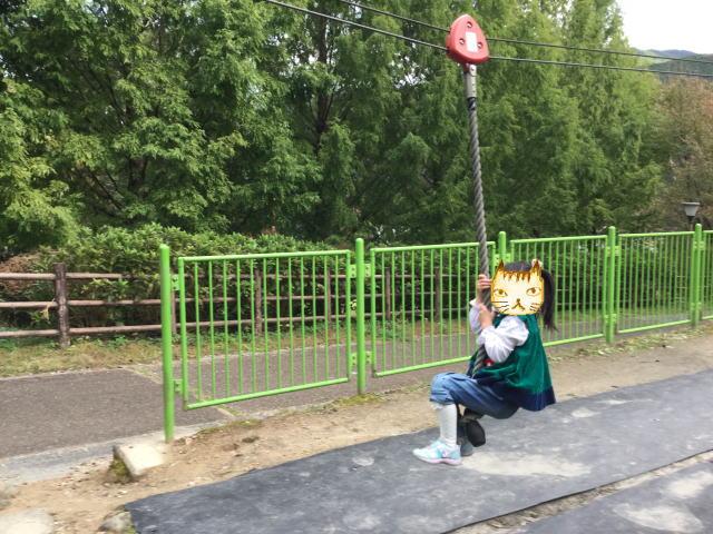 平成榛原子供のもり公園「恐竜の国」ロープにぶら下がって移動する遊具