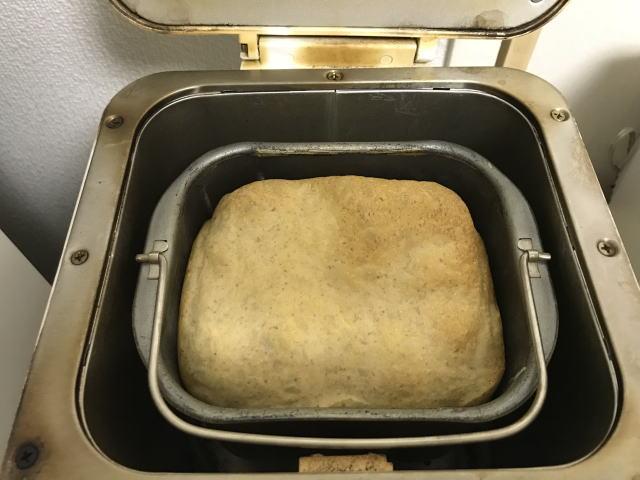 ホームベーカリーでパン焼きに失敗した様子