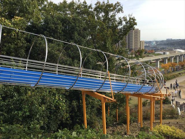 彩都西公園のローラー滑り台