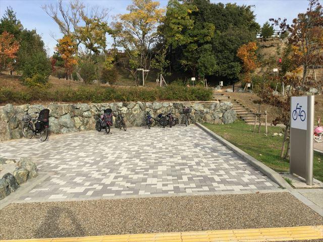 彩都西公園の駐輪場