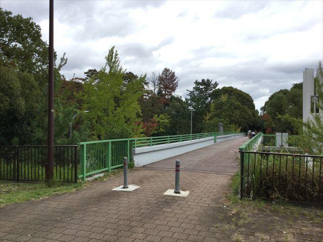 千里中央公園前の歩道橋