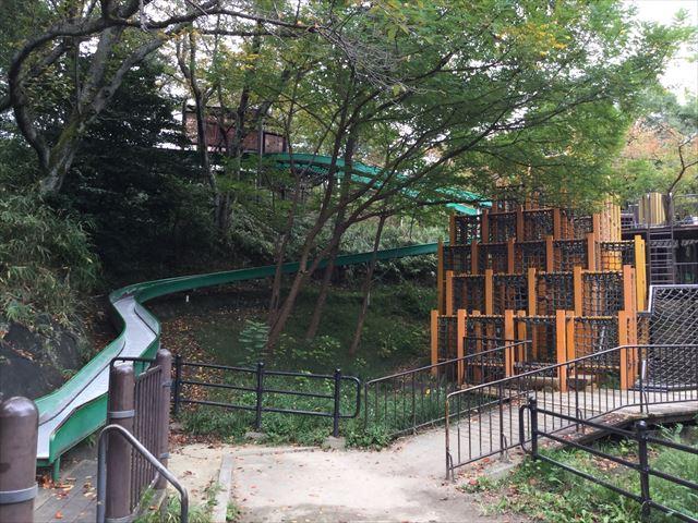 「千里中央公園」のアスレチック遊具