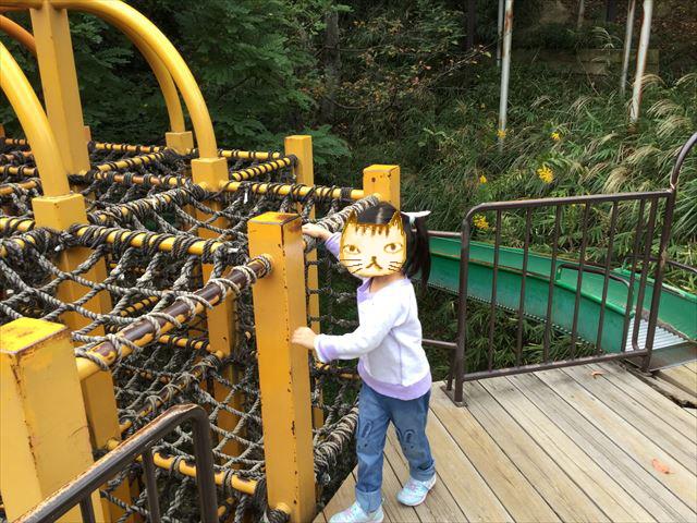 千里東町公園のアスレチック風のジャングルジム、ゴール付近