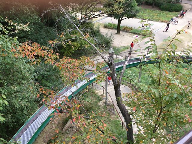 千里東町公園のロングスライダーの距離