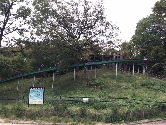 千里東町公園のロングスライダー、ゴール付近