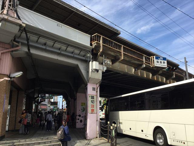 JR環状線「福島駅」前高架下