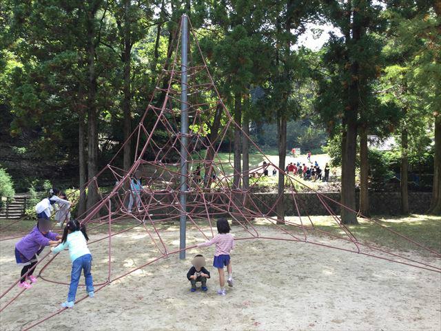 宝が池公園「子どもの楽園」ザイルクライミング
