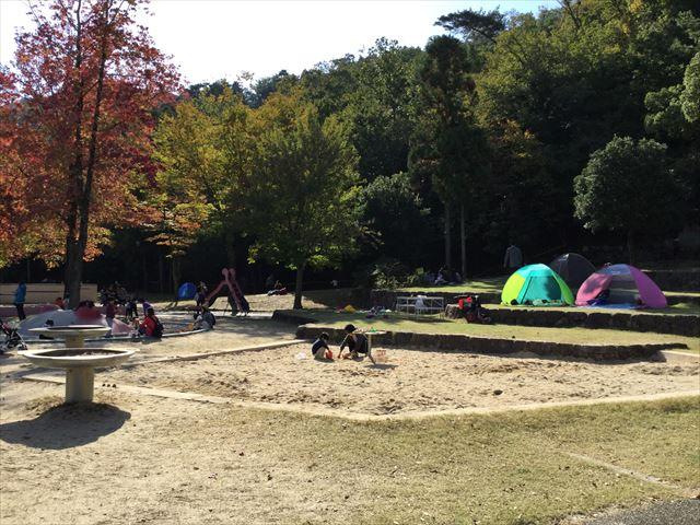 宝が池公園「子どもの楽園」砂場、ミニ滑り台