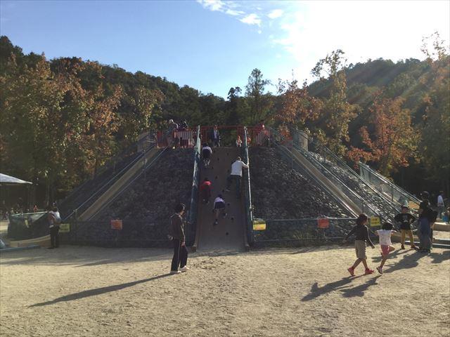 宝が池公園「子どもの楽園」滑り台、全体の様子