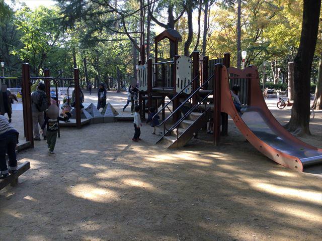 靫公園の遊具、複合滑り台
