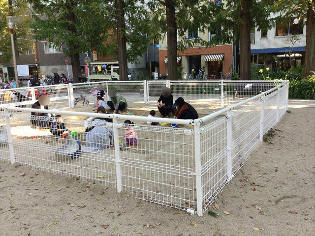 靫公園の遊具、砂場