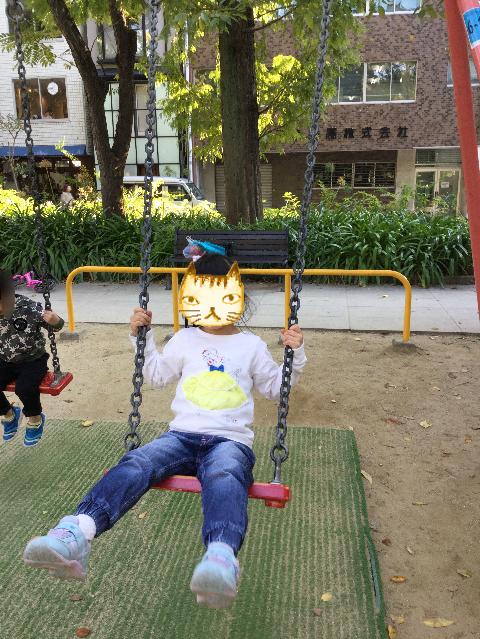 靫公園の遊具、ブランコ