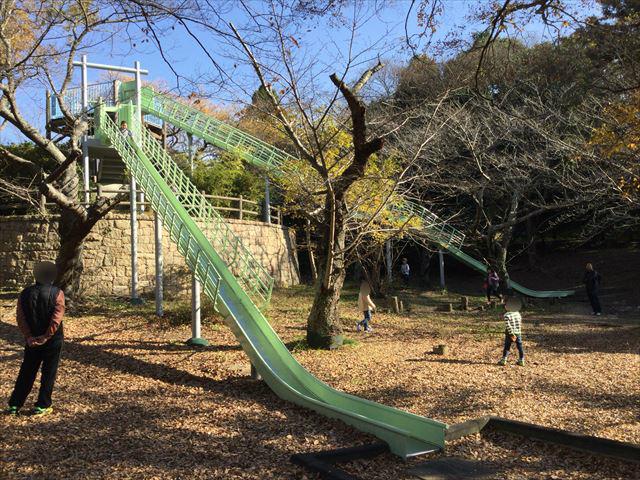 明石公園「子どもの村」ロングスライダー(長い滑り台)