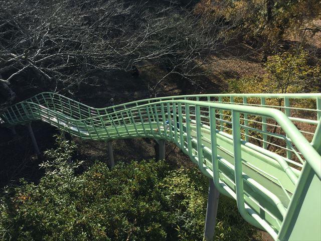 明石公園「子どもの村」ロングスライダー(長い滑り台)上から撮影