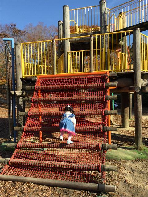 明石公園「子どもの村」木製遊具