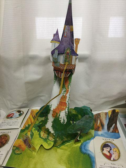 しかけ絵本「ディズニープリンセス・マジカルポップアップ」立体で現れるラプンツェルの塔
