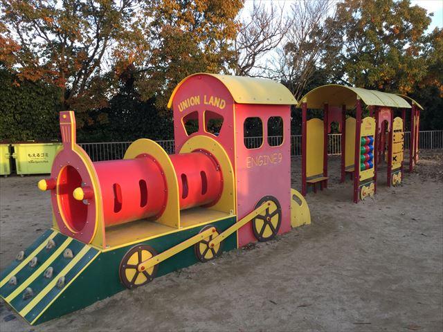 神戸総合運動公園「冒険のくに」機関車の乗り物