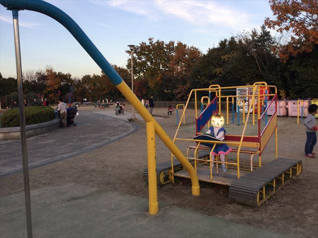 神戸総合運動公園「冒険のくに」ショベルカー遊具