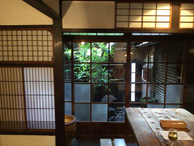 中国茶専門店「無茶苦茶」の中庭