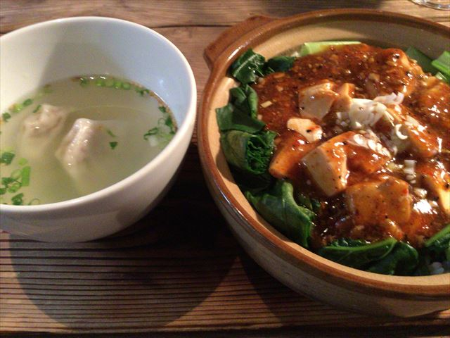 中国茶専門店「無茶苦茶」のランチ「麻婆豆腐鍋焼きごはん、ワンタンスープ」