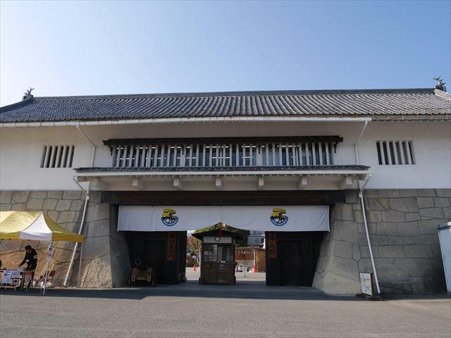 京都「太秦映画村」の大手門、団体入口