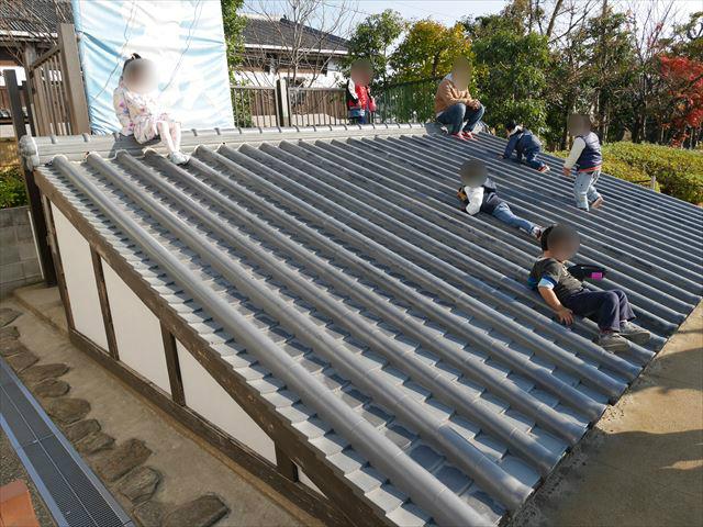 「東映太秦映画村」屋根の滑り台