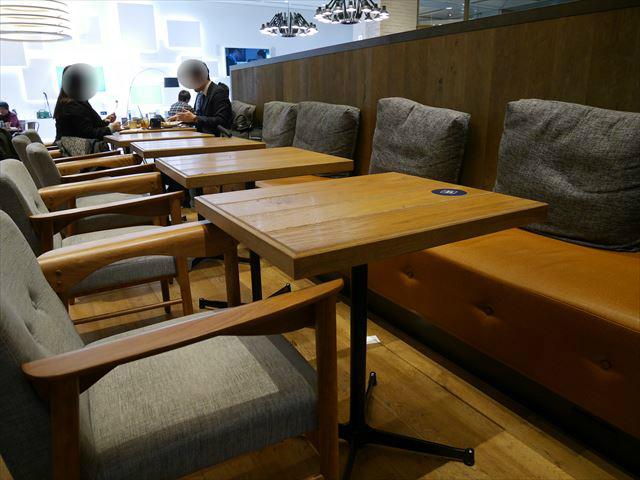 渋谷「カフェ1886ボッシュ」テーブル席