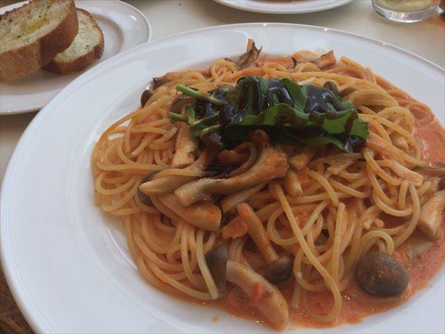 大丸梅田「カフェラ」3種きのこのトマトソーススパゲッティ