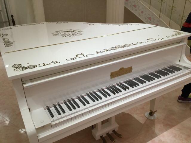 サンリオピューロランド「レディキティハウス」ピアノホール