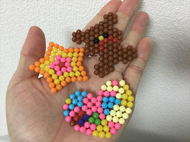 「スーパーアクアビーズデラックス」で星、ハート、クマを作る