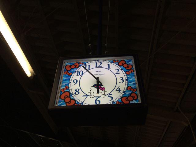 京王多摩センター駅のキティちゃんの時計