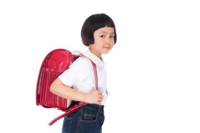 ランドセルを持った小学1年生の女の子