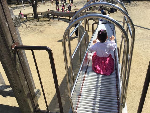 「佐井寺南が丘公園」ローラー滑り台を上から撮影