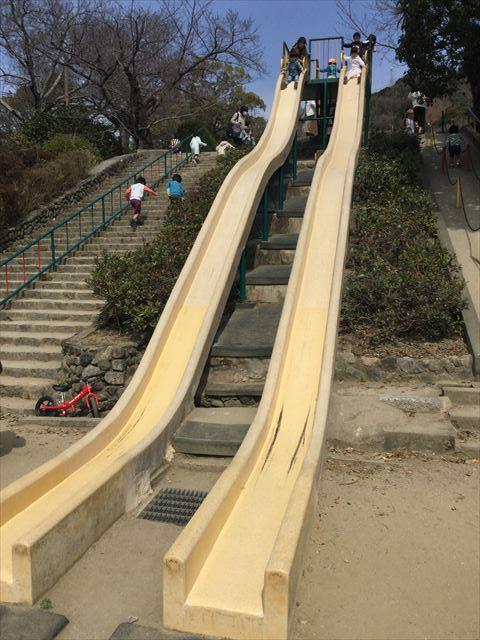池田市「五月山公園」ロング滑り台