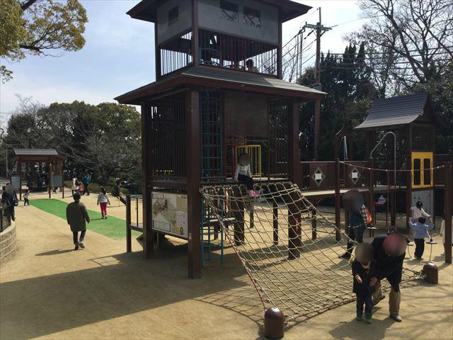 池田市「五月山公園」忍者のとりで遊具